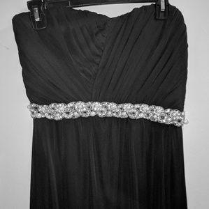 🆕 Strapless long black dress